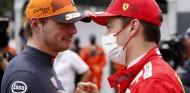 La reacción, e insultos, de Verstappen al ver la bandera roja de Leclerc- SoyMotor.com
