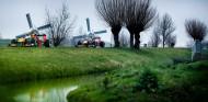 Vídeo: Verstappen, Albon y un 'tour' hasta Zandvoort con el Red Bull RB7 - SoyMotor.com