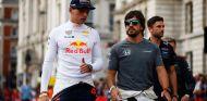 Max Verstappen y Fernando Alonso en Londres - SoyMotor.com