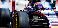 Max Verstappen con el STR10 - LaF1