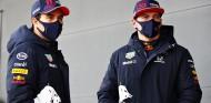 Sergio Pérez y Max Verstappen en un filming day de Red Bull - SoyMotor.com