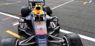 Max y Jos Verstappen cargan contra Pirelli tras el reventón de Bakú - SoyMotor.com