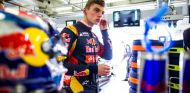 Max Verstappen en el box de Toro Rosso en Shanghái - LaF1