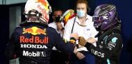 Max Verstappen y Lewis Hamilton tras la clasificación del GP de Baréin F1 2021 - SoyMotor.com