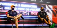 Pinchazos de Bakú: Verstappen exculpa a Red Bull; Hamilton, a Pirelli - SoyMotor.com