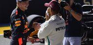 Max Verstappen y Lewis Hamilton en Marina Bay - SoyMotor.com