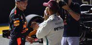Max Verstappen y Lewis Hamilton - SoyMotor.com