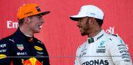 Max Verstappen y Lewis Hamilton en Suzuka - SoyMotor.com
