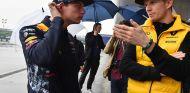 Max Verstappen y Nico Hülkenberg en China - SoyMotor.com