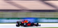 Verstappen despierta en los Libres 3 de España; Sainz, cuarto - SoyMotor.com