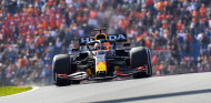 Verstappen saca medio segundo a los Mercedes en Libres 3; Alonso, quinto - SoyMotor.com