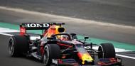 """Verstappen, tras pilotar el RB16B: """"No tiene sentido emocionarse ahora"""" - SoyMotor.com"""
