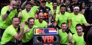 Max Verstappen celebra su victoria en Sepang - SoyMotor.com