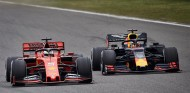 Max Verstappen pelea con Sebastian Vettel en China - SoyMotor