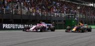 Esteban Ocon y Max Verstappen antes de su toque en Brasil - SoyMotor