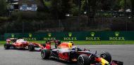 Max Verstappen por delante de Kimi Raikkonen en Spa-Francorchamps - LaF1