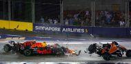 Kimi Räikkönen, Max Verstappen y Fernando Alonso en la salida de la carrera del GP de Singapur F1 2017 - SoyMotor.com