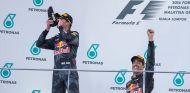 Max Verstappen y Daniel Ricciardo en Sepang - SoyMotor.com