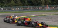 Verstappen y Ricciardo durante un GP esta temporada - SoyMotor.com