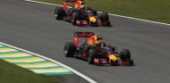 Ricciardo somete a juicio el estilo de pilotaje de Verstappen - SoyMotor.com