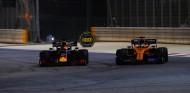 Verstappen asegura que quiso evitar a Sainz; McLaren le responde - SoyMotor.com