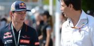"""Wolff: """"Verstappen consigue más de lo que es capaz el Red Bull"""" - SoyMotor.com"""