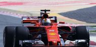 Vettel manda y los motores de Räikkonen y Vandoorne sufren en Baréin - SoyMotor.com
