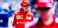 Sebastian Vettel caminando por el paddock - LaF1