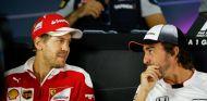 Vettel y Alonso en una rueda de prensa de la FIA - SoyMotor