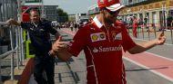Sebastian Vettel bromea en Canadá, observado por Paul Monaghan - SoyMotor