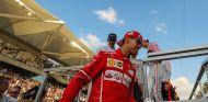 Sebastian Vettel tras acabar el Drivers Parade en Abu Dabi - SoyMotor
