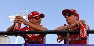 Sebastian Vettel y Kimi Räikkönen en la Drivers' Parade de Baréin - LaF1
