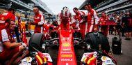 Sebastian Vettel en la parrilla de salida de Rusia - LaF1