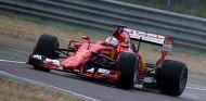 Vettel en un test en Fiorano con las gomas de lluvia de 2017 - SoyMotor
