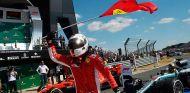 Sebastian Vettel celebra su victoria en Silverstone - SoyMotor