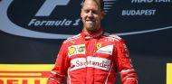 Vettel, en el podio de Hungría tras llevarse la victoria - SoyMotor.com