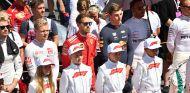 Los pilotos escuchan el himno de Austria - SoyMotor.com