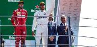 Sebastian Vettel y Lewis Hamilton en el podio de Monza - SoyMotor.com