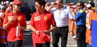 Brawn anima a uno de los pilotos Ferrari a reconocer su culpa - SoyMotor.com
