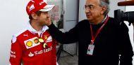 Sebastian Vettel y Sergio Marchionne en China - SoyMotor.com