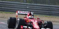 Vettel, durante unos tests con Pirelli el pasado 1 de agosto de 2016 - SoyMotor.com