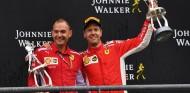 Trofeo de Johnnie Walker en el podio de Bélgica 2018 - SoyMotor