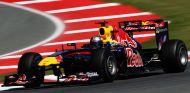 Sebastian Vettel con el Red Bull RB7 en el Circuit de Catalunya - LaF1