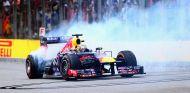Sebastian Vettel celebra su victoria en Brasil - LaF1