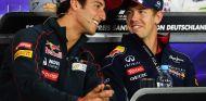 Daniel Ricciardo junto a Sebastian Vettel - LaF1