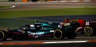 Vettel y Sainz luchan por posición en Baréin - SoyMotor.com
