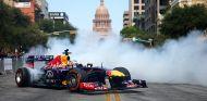 Vettel y Ricciardo se divierten en una exhibición en Austin - LaF1.es