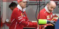 Mercedes se acuerda de Vettel al ver una mesa de pimpón - SoyMotor.com