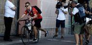 Sebastian Vettel llega a Mónaco en bicicleta este jueves - SoyMotor.com