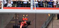 Sebastian Vettel con el neumático hiperblando – SoyMotor.com